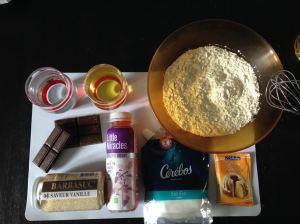 Tous les ingrédients nécessaire pour réaliser ce gâteau au chocolat noir et à la boisson Little Miracles