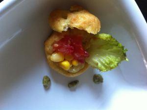Chou nature garni de sauce pesto panzani sous la salade composée